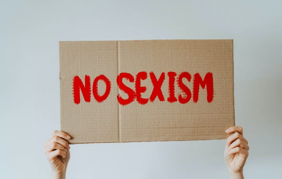 """надпись """"нет сексизму"""""""