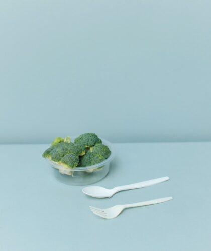 брокколи в тарелочке
