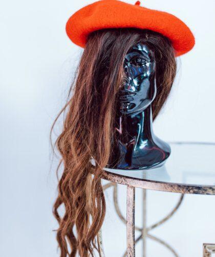парик на манекене