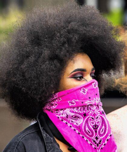девушка в шарфике