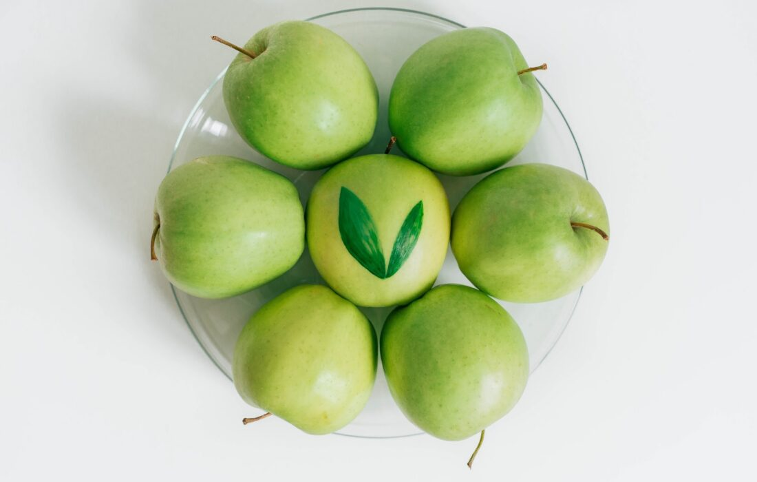 яблоки на тарелочке