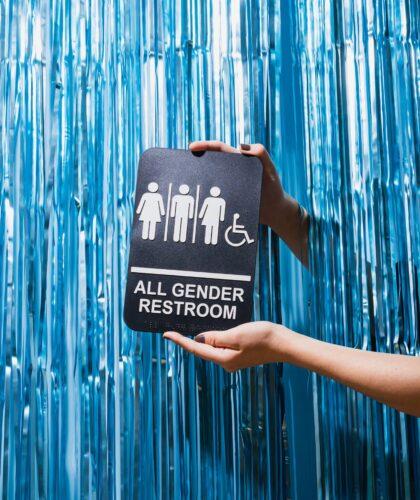 значки девушки, парня, транса и инвалида