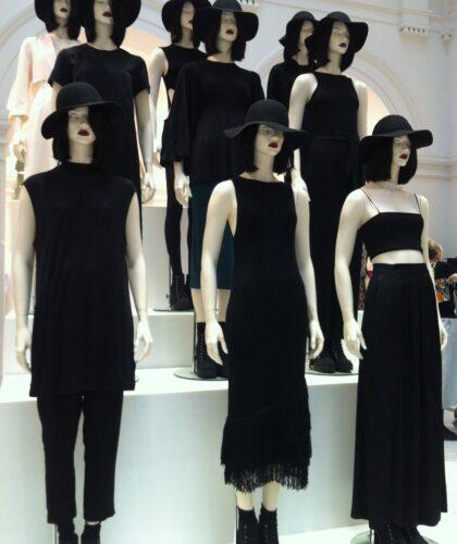 манекены в черном