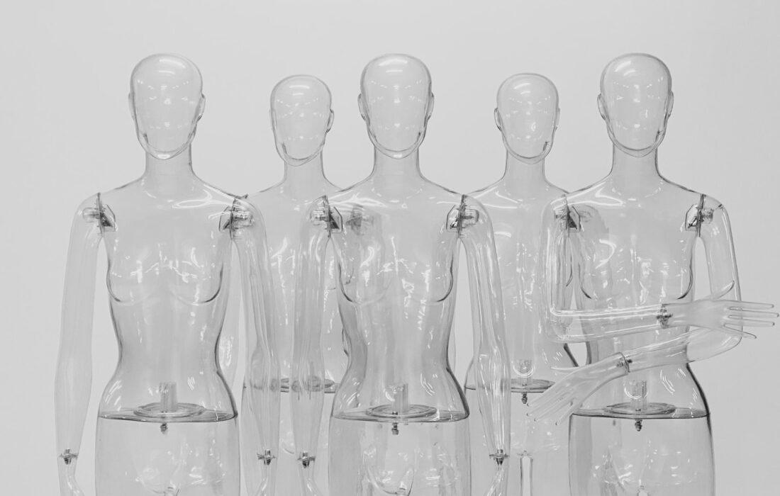 прозрачные манекены