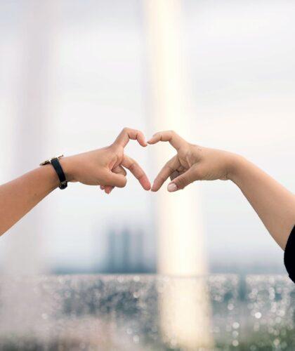 сердечки из пальчиков