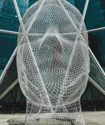 статуя головы