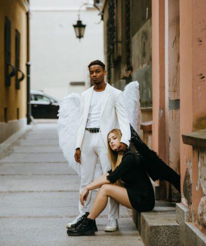 девушка и парень ангелы