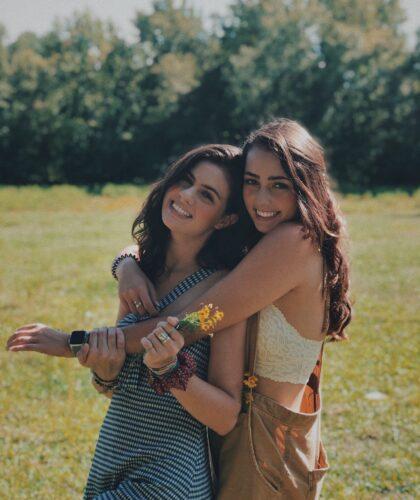 две подруги