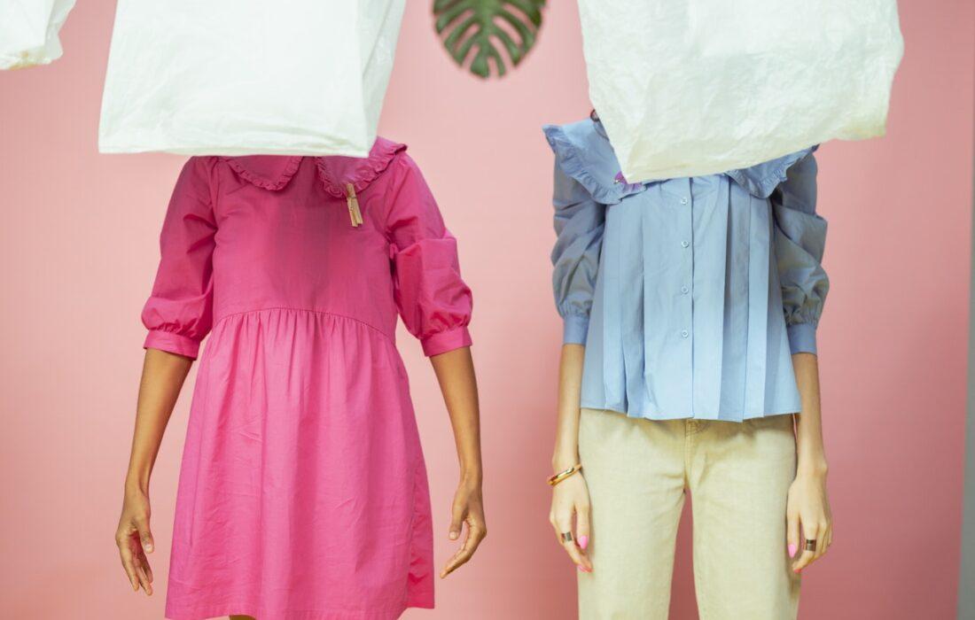 девушки с пакетами на головах