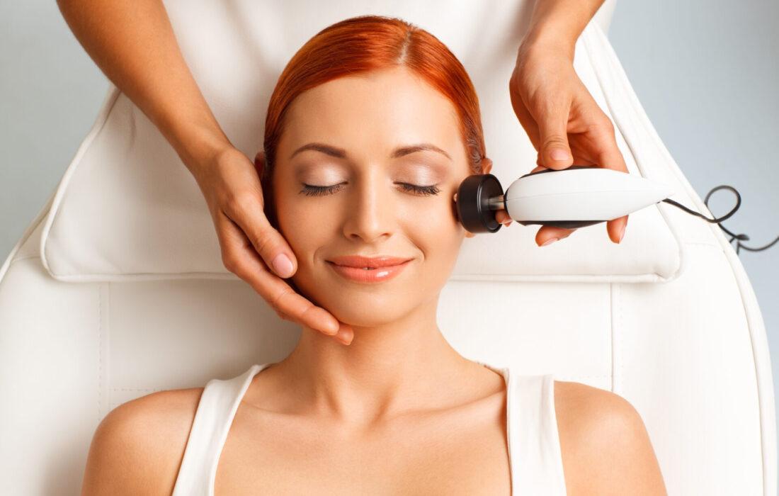 ультразвуковая процедура у косметолога