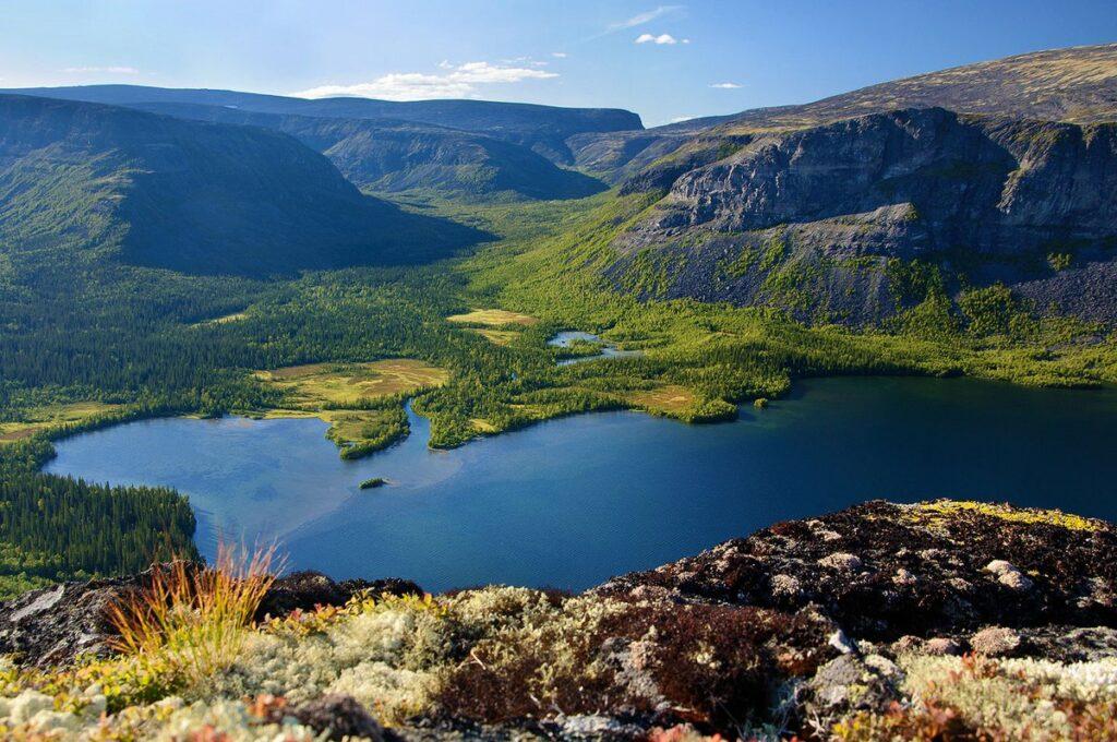 Озеро в Ловозерских тундрах — Сейдозеро