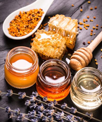 прополис и мед в баночках