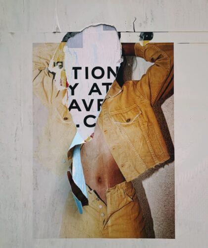 порванный плакат