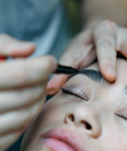 девушка у косметолога