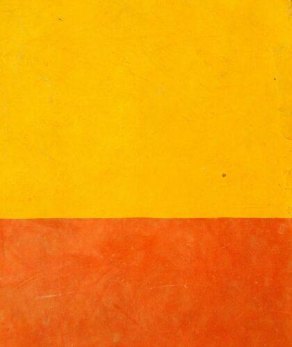 желто-оранжевая стена