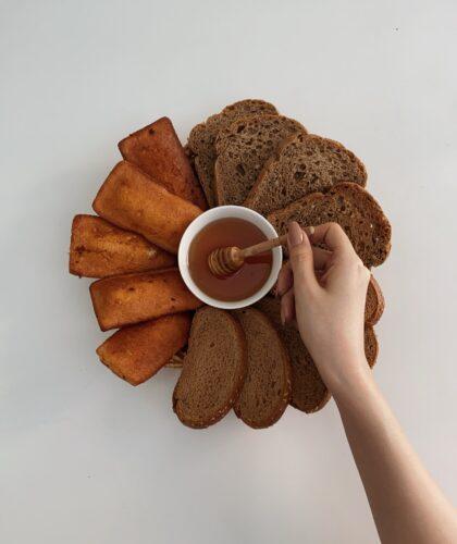мед и хлебушек