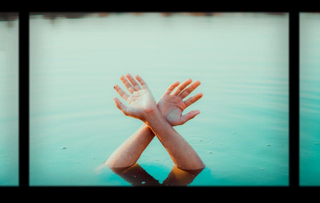 руки из воды