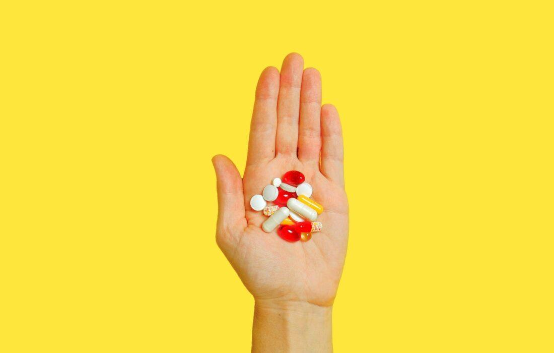 таблетки на ладони