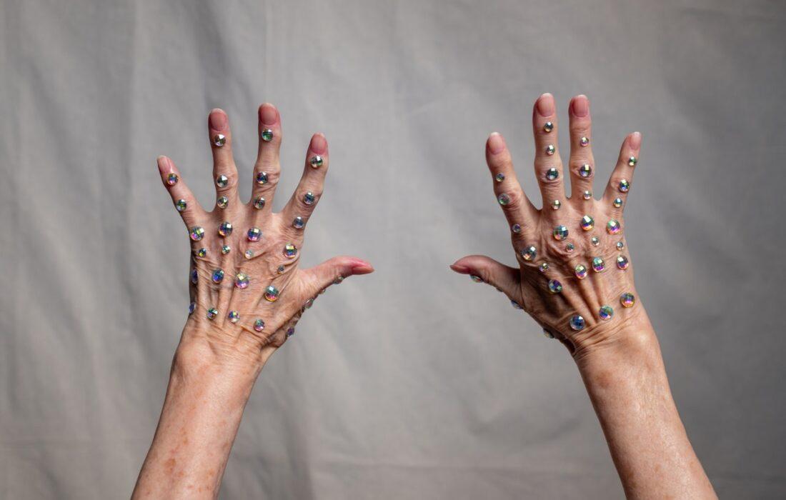 камни на руках