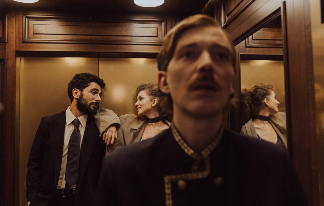 флирт в лифте