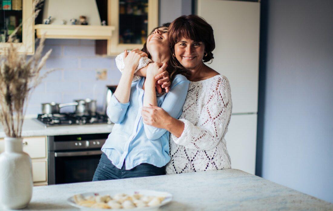 две женщины на кухне