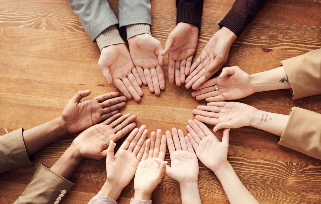 руки людей