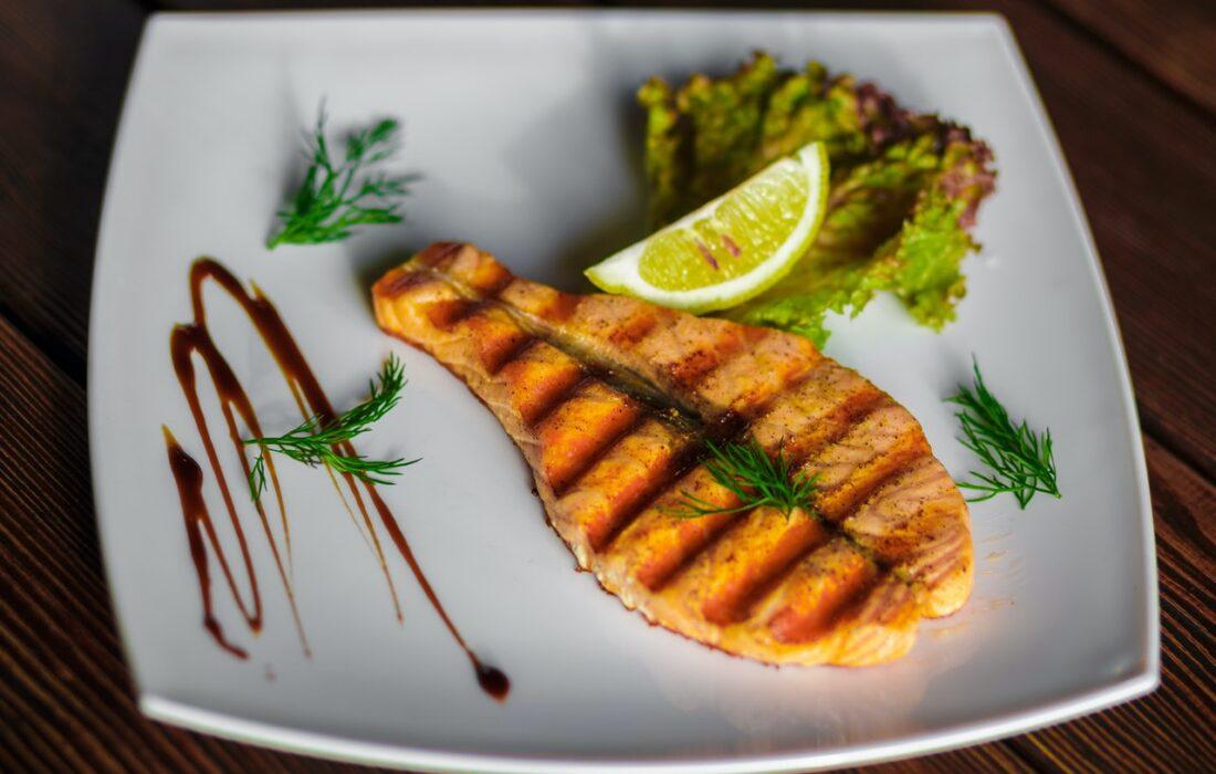 рыба на тарелочке