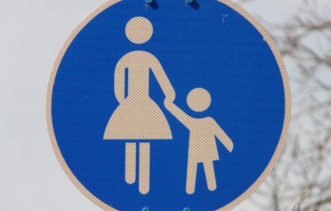 знак девушки с ребенком