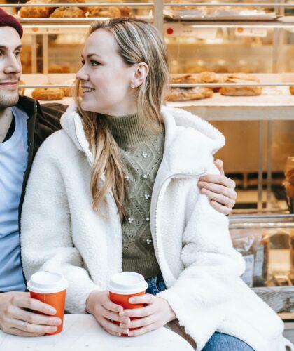 пара с кофе